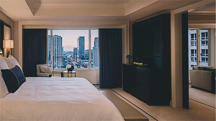 The Peninsula Chicago Deluxe Suite